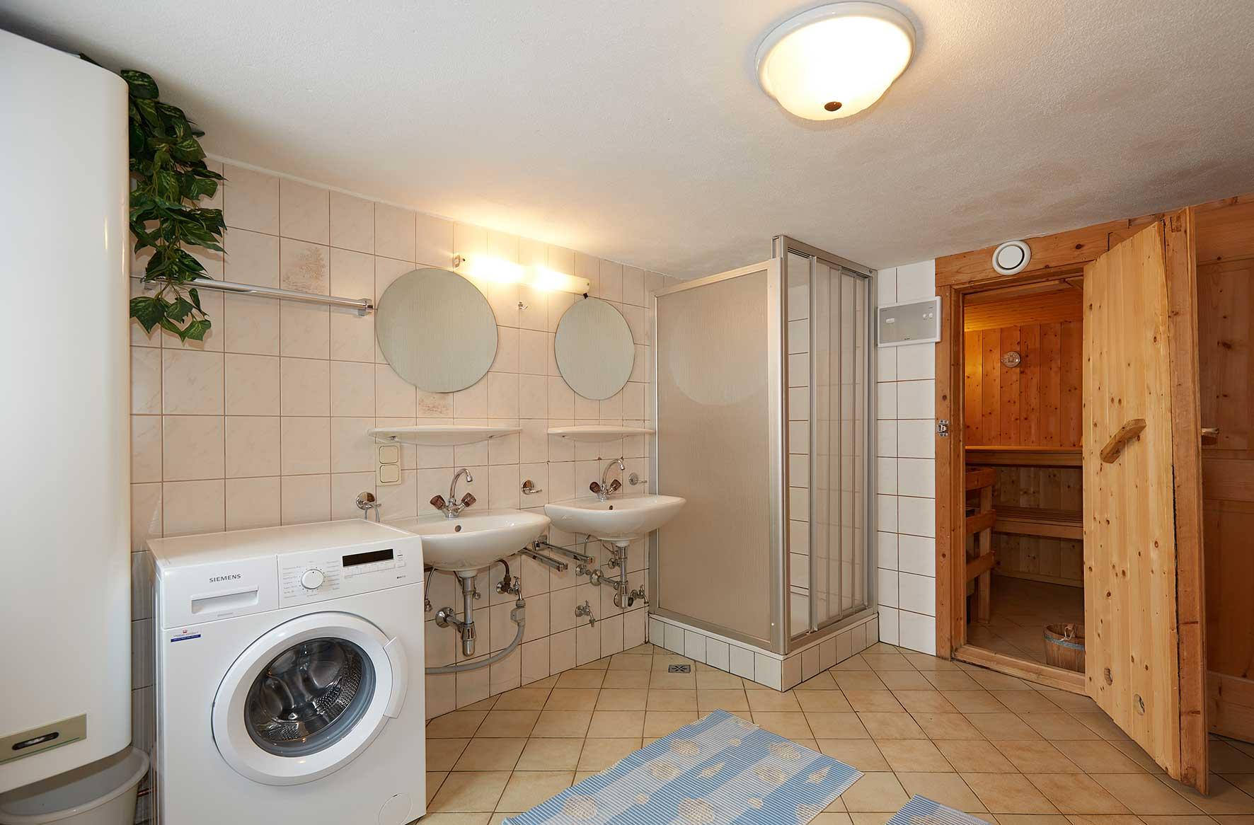 Badezimmer Almhütte Wagrain